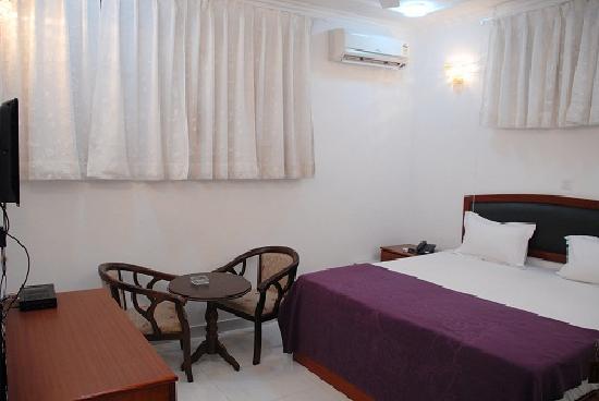 Hotel Malik Continental: room