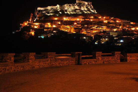Residence Le Marine: Castelsardo by night