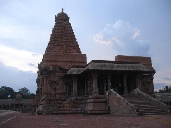 Brihadeeshwara Temple: temple