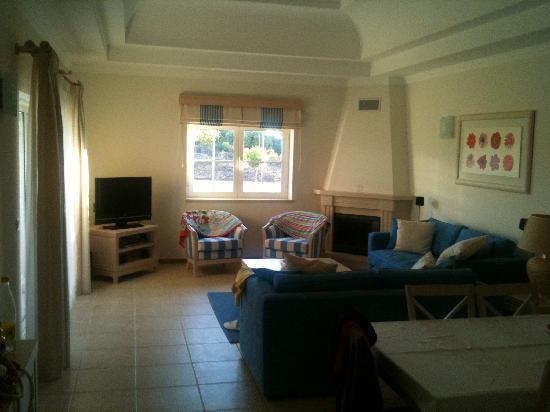 Vale d'Oliveiras Quinta Resort & Spa: Our living/dining room