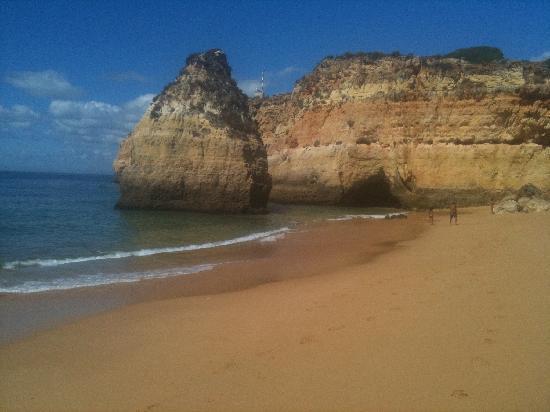 Vale d'Oliveiras Quinta Resort & Spa: local beach using the shuttle bus