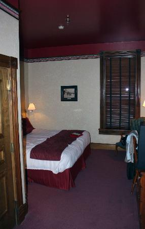Bullock Hotel: Half of our room