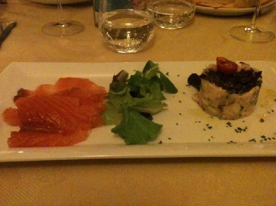 Osteria del Borgo : tortino di polipo e patate e salmone fresco
