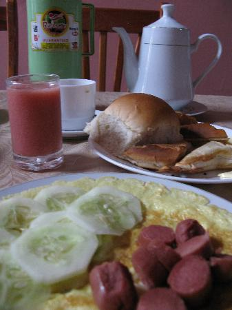 Casa Colonial Yadilis y Joel: なんだかホッとする朝食