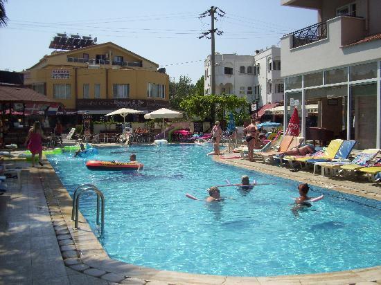 Club Sunsmile: Pool