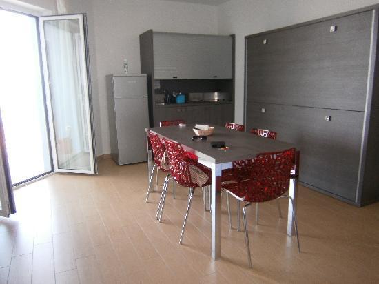 soggiorno e cucina - Picture of Residence Kiara, Giulianova ...