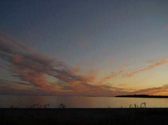 On the Bay Bed & Breakfast : Gorgeous sunset