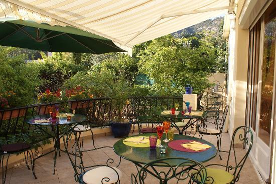 Hotel Restaurant Les Oliviers : la terrasse