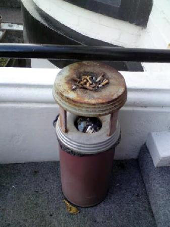 Craig-Ard Hotel: The ashtray at the front door