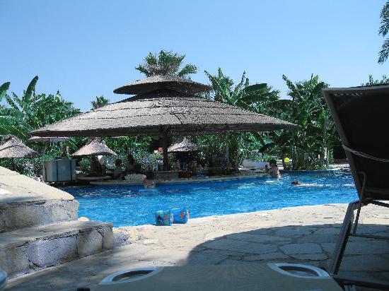 Atrium Palace Thalasso Spa Resort & Villas: Bar della piscina