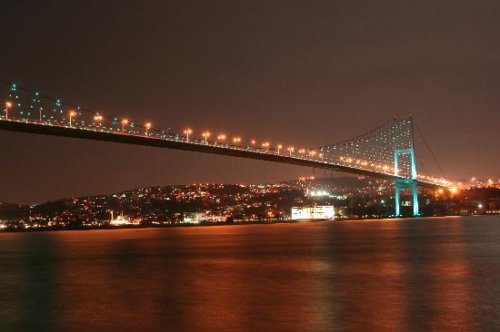 Hotel Antik Ipek: Bosporus bei Nacht