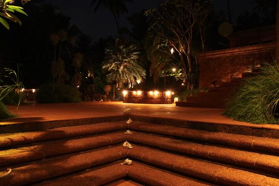 Pousada Tauma: Night View Gardens
