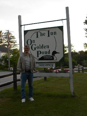 Inn on Golden Pond: Sign inviting you in