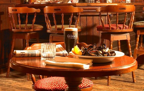 MacCarthy's Bar : Local produce available for lunch and dinner in the bar
