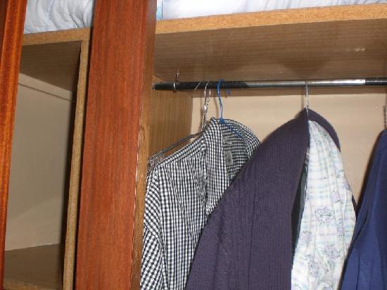 Hotel Galilee et Windsor: armoire sentant le vieux