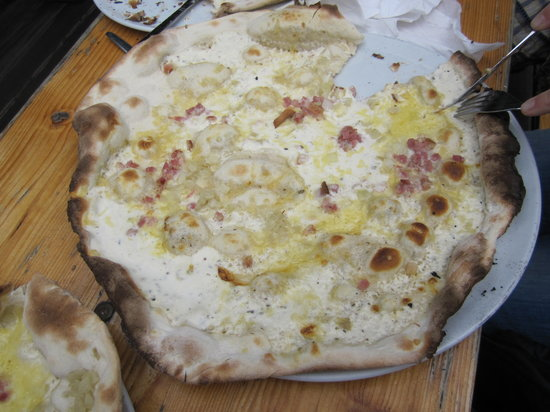 Cafe am Neuen See, Biergarten: The German or Alsace variety of Pizza called Flammkuchen
