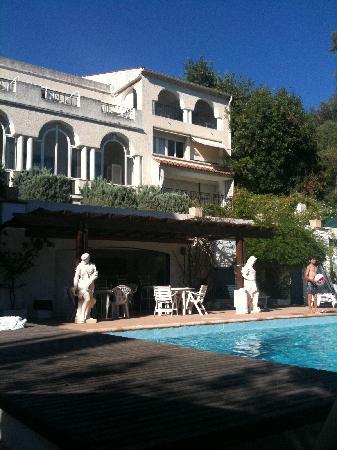 Auberge de la Calanque : la piscine
