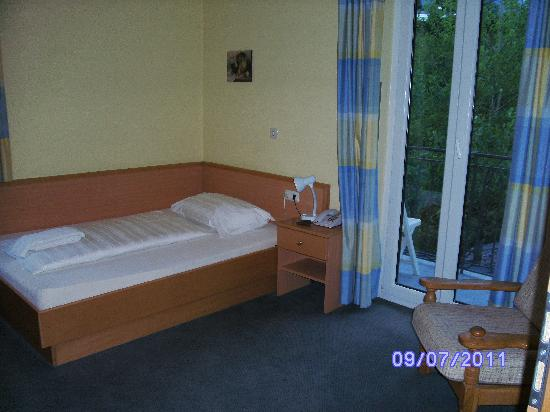 Euro Youth Hotel and Krone : My room