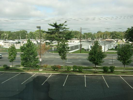 Residence Inn Atlantic City Airport Egg Harbor Township: they need some trees to cover up that trailer park!