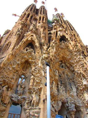 โบสถ์แห่งครอบครัวศักดิ์สิทธิ์: Exterior view