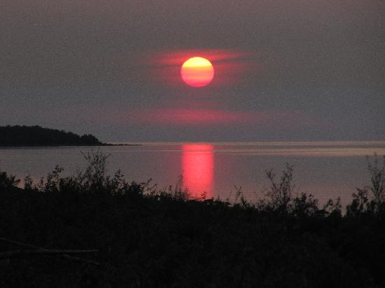 North Bay Bed & Breakfast: Sunset on beach