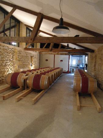 Chateau Lavergne-Dulong - Chambres d'hotes: Cellar