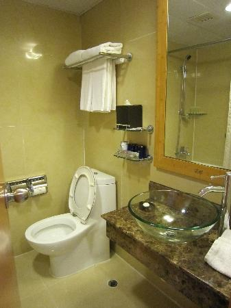 toilet picture of dorsett wanchai hong kong hong kong tripadvisor. Black Bedroom Furniture Sets. Home Design Ideas