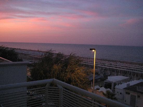 Hotel Kursaal: vista dal balcone al tramonto