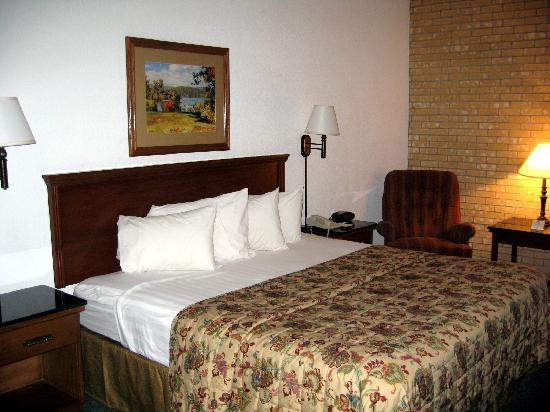 Pear Tree Inn San Antonio Northwest Medical Center : Clean and comfortable room.  Restful and quiet.