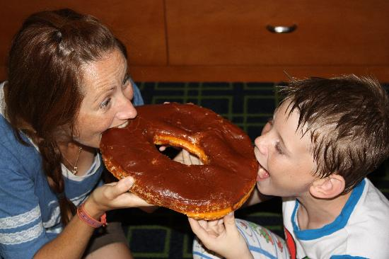 Round Rock Donuts: Digging in