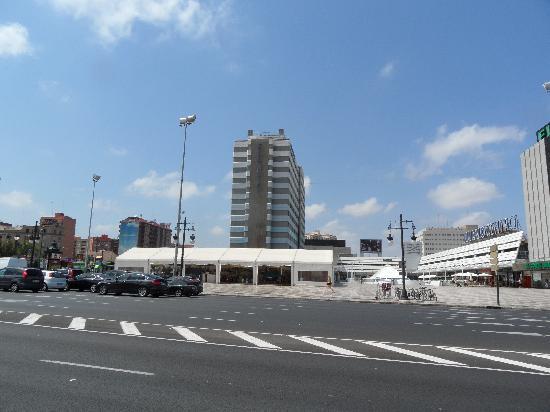 เอ็กซ์โป โฮเต็ลวาเล็นเซีย: The hotel