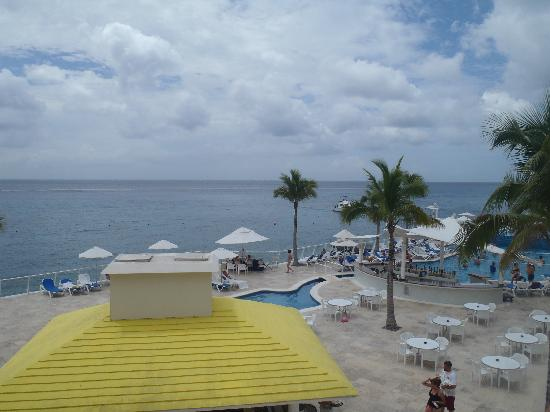 Cozumel Palace: view of the pool area from ou room balcony