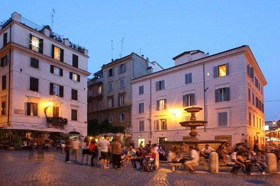 Hotel De Monti: Il quartiere