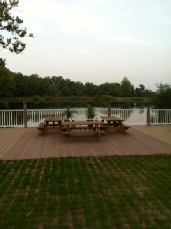 The Lodges at Gettysburg: Pond with beautiful deck