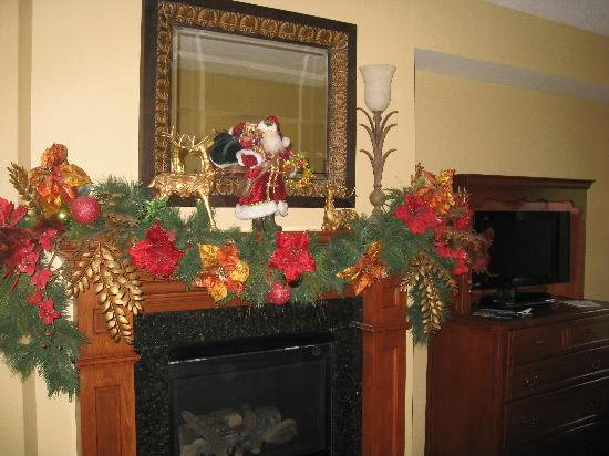 The Inn at Christmas Place: Fireplace in room