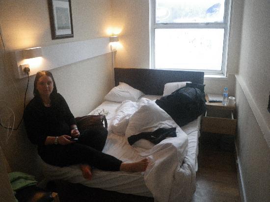 New Dawn Hotel: Room