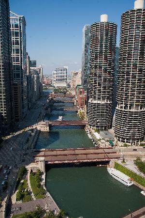 Wyndham Grand Chicago Riverfront: Day view