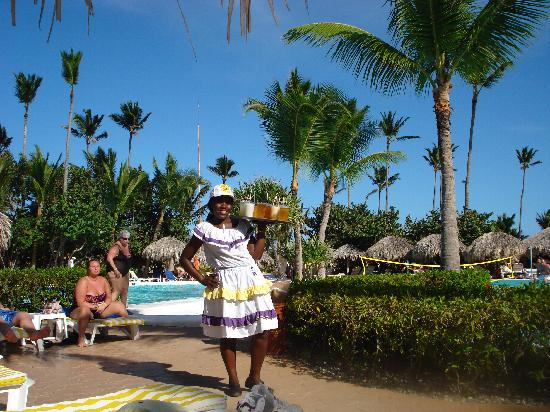 Iberostar Dominicana Hotel: Pool Waitress, who remembered us, and our favorite drinks!