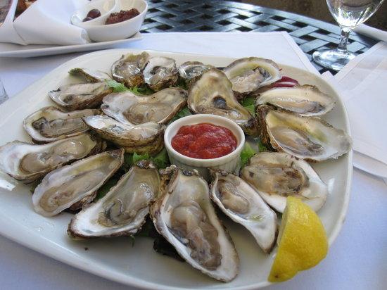 Oceana Seafood, Steakhouse & Bar: Oyester platter