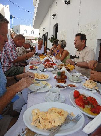 To Elliniko: Outdoor dining