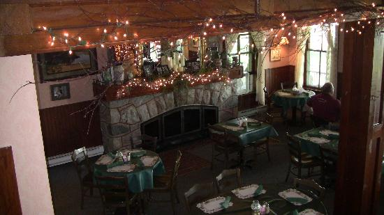 Chamberlin's Ole Forest Inn: Dinning room seen from the staircase