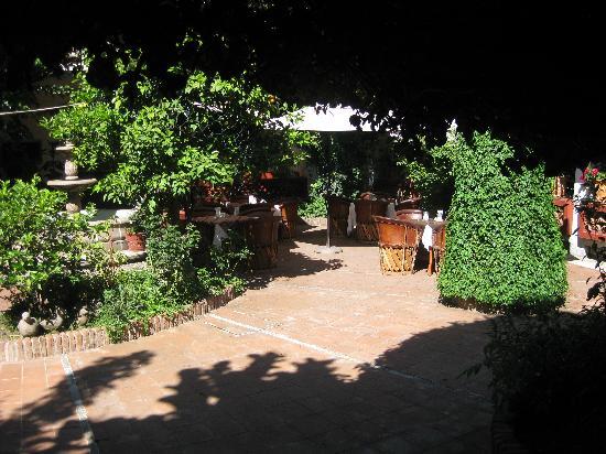 Embajadoras Hotel: Restaurant