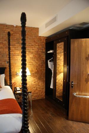 Hotel Indigo London Tower Hill : Closet area
