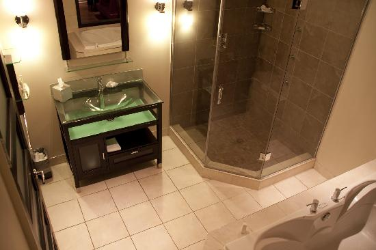 Sterling Inn & Spa: Bathroom of Room 110