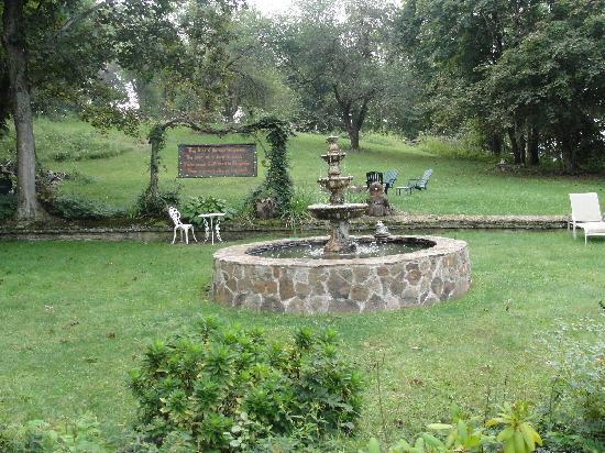 Plantation Bed and Breakfast: firepit