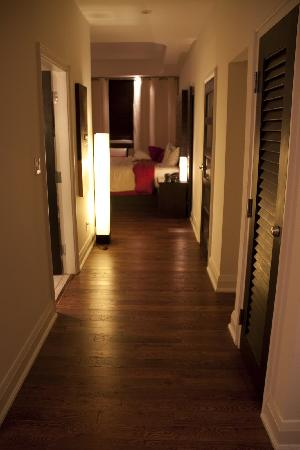Sterling Inn & Spa: Hallway of Room 110