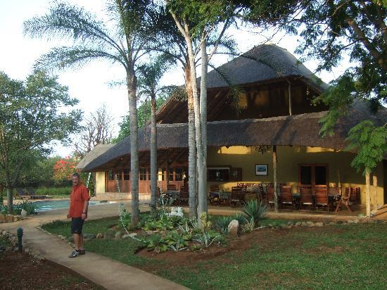 Kubu Safari Lodge: Weg vom Garten zum Haus