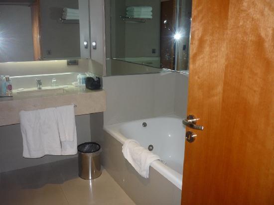 Galerias Hotel: Bathroom - Room 802