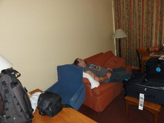 Canada Drive Hotel and Suites: the living room with my buddy sleeping