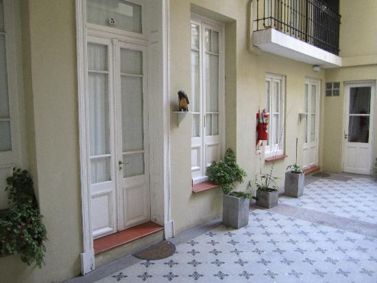 Gurda Tango Boutique Hotel: Courtyard - entrances to the rooms